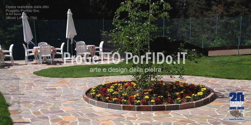 Molto Arredo giardino con pavimenti in porfido trentino colorato LB29