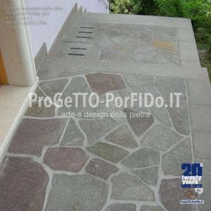 ingresso casa con mosaico di porfido di qualità