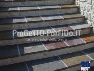 foto di gradinate di porfido e marmo calcareo