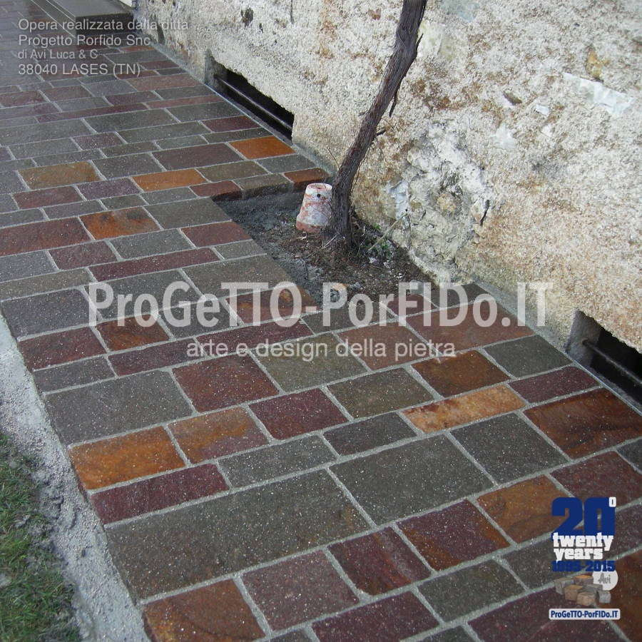 foto marciapiede di porfido