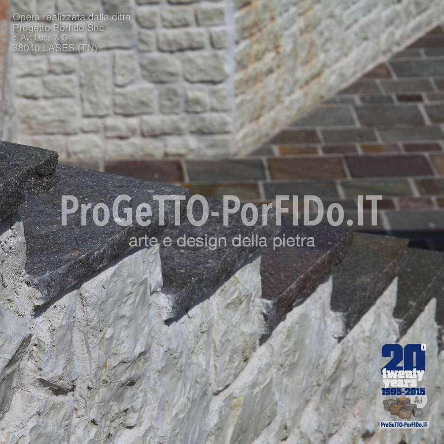 gradini di porfido con alzate bianche