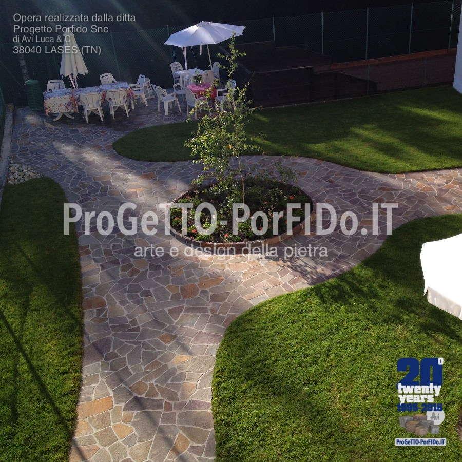foto di giardini con il porfido per hotel