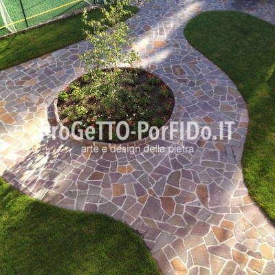 Arredo giardino con pavimenti in porfido trentino colorato - Mosaico per esterno ...