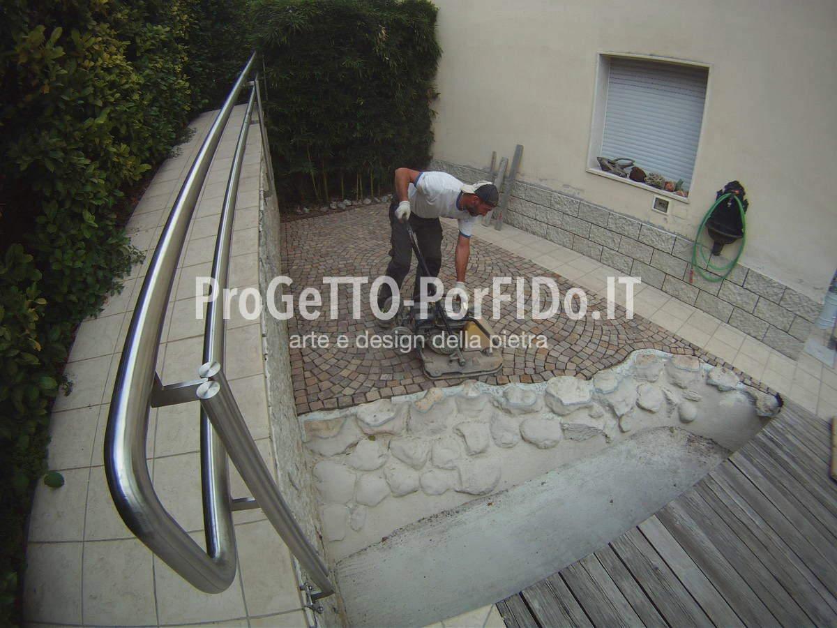 Come posare il porfido per stuccatura con resina poliuretanica for Lavori in resina