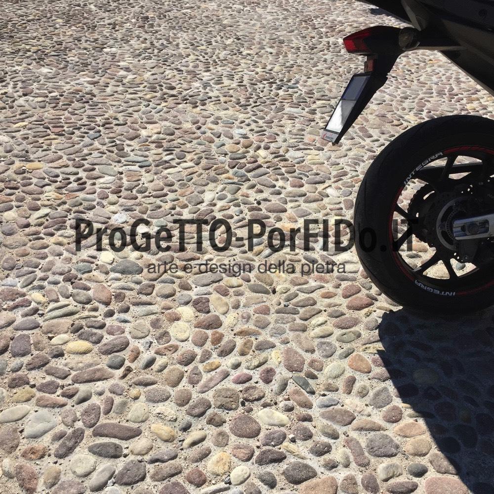 foto pavimenti ciottoli